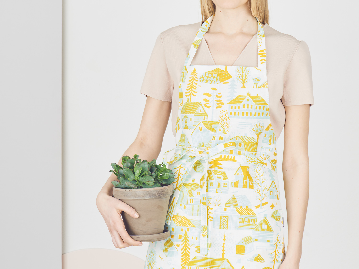 Mokkila yellow Apron